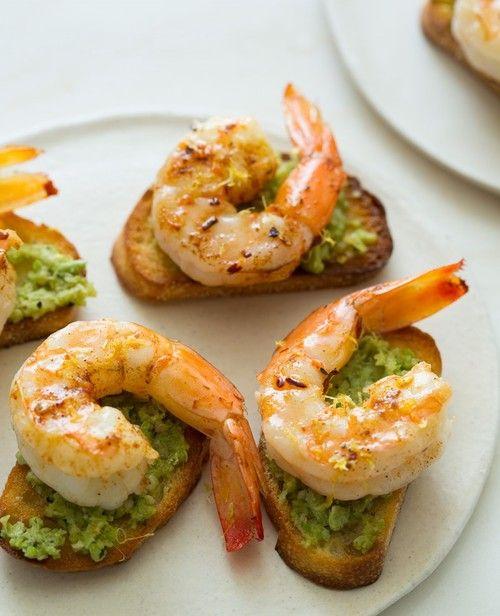 _ Lille lækker forret med ristet toast, pesto eller avocado og tigerrejer!