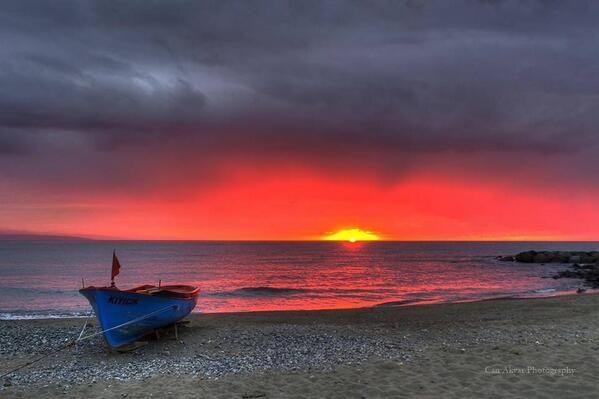 Sunset over the sea at Turkey.  Via @Yapaz_Esenler on Twitter