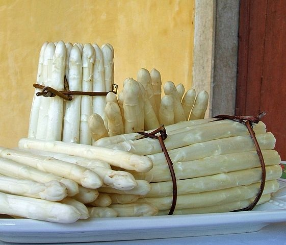 The White Asparagus of Zambana is one of the most characterics and genuine food products of Trentino.