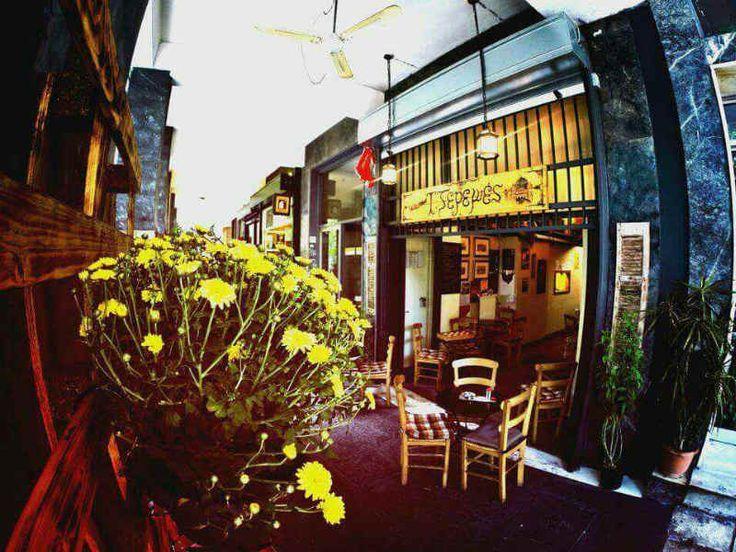 ΤΖΕΡΕΜΕΣ , Εμμ. Μπενάκη 67 Αθήνα: Mαγαζιά που τρώς μέχρι να 'σκάσεις' με 10€ το άτομο!