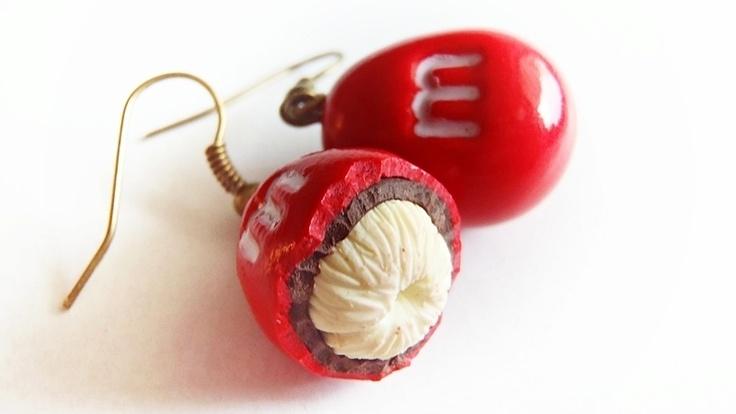 kolczyki cukiereczki z orzeszkiem m s. wykonane z modeliny fimo, zabezpieczone werniksem