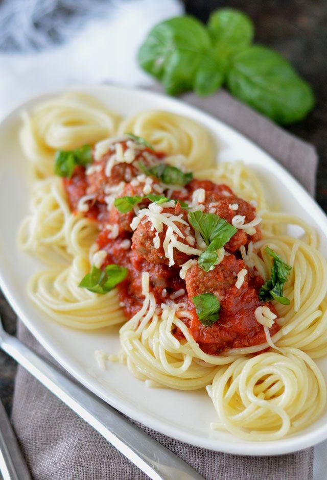 Gehaktballetjes met Parmezaanse Kaas in tomatensaus uit de oven. Een wáánzinnig…