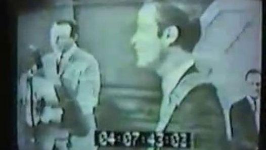 Vizionează filmul «Jim Reeves - Stand at your window» încărcat de Herbst Stefan pe Dailymotion.