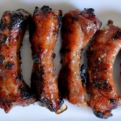 Vietnamese Grilled Pork Ribs Recipe: http://gastronomyblog.com/2013/06/05/suon-nuong-vietnamese-pork-chops-ribs/