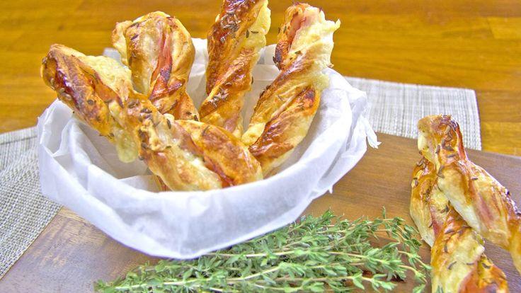Party tyčinky z listového těsta plněné šunkou a sýrem