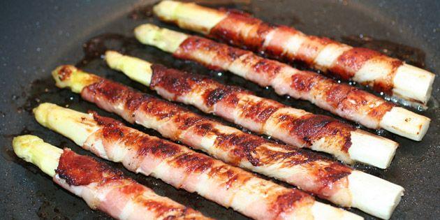 Hvide asparges med bacon