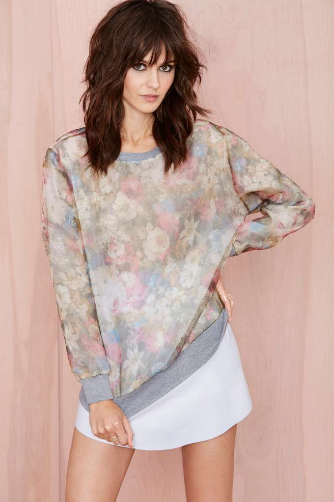 Just because fall is around the corner, doesn't mean we're giving up florals anytime soon.