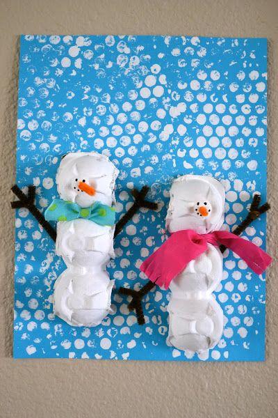 * Sneeuwpoppen, achtergrond afdruk noppenfolie zo leuk!