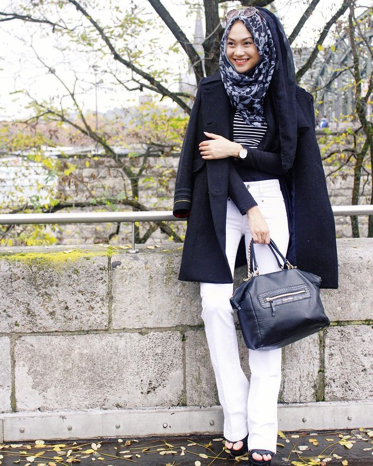 """Smiles from Cologne ❤️ . wearing all black and white . Coat , belly bottom pants, bag, and glasses by @MANGO . • #MANGOStyleID @lookbookindonesia"" 