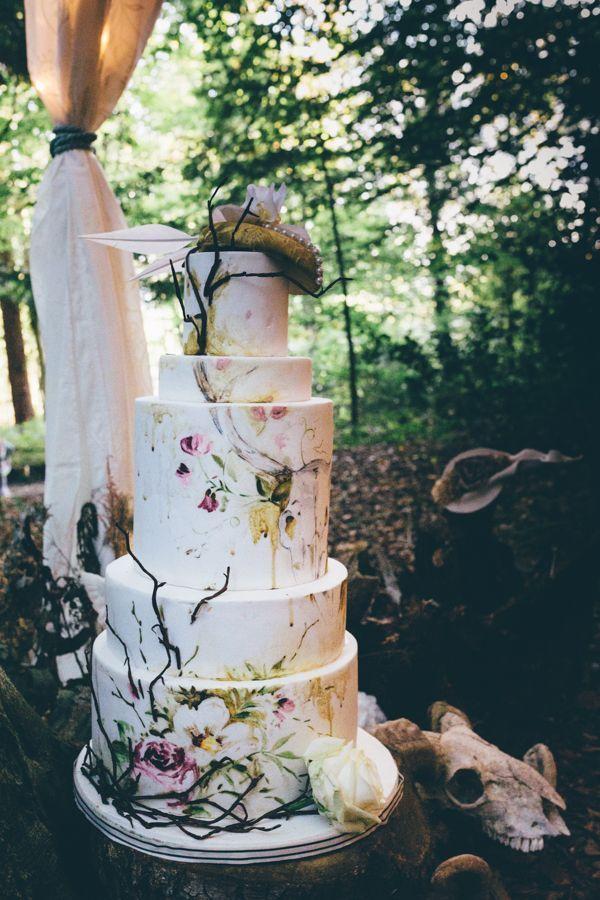 One of the more original 2018 wedding trends, this woodsy bohemian wedding maintains its rustic, unconventional theme even in the design of the wedding cake.