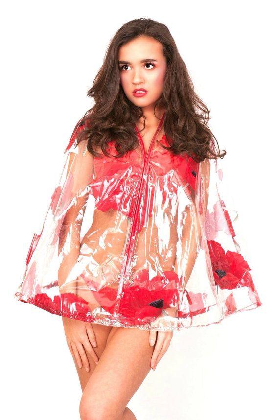 Blik sexy in deze zien door rode papaver bloem print, kunststof regen cape met een kap & centrum voorkant rits!  SLIJTAGE OVER UW BIKINI OF SHORTS NAAR ALLE MUZIEKFESTIVALS, MET UW KAPLAARZEN!  Zelfs als het regent - kunt u nog steeds kijken prachtig & pronken met je figuur met uw bikini & dit zien door de Kaap!  Uitsluitend door Erica Wildflower ontworpen voor DIAMONDS ARE FOREVER.  Deze Kaap is beschikbaar in andere zien door kunststoffen aan - bloemen, kikkers, vis enz ook kunn...