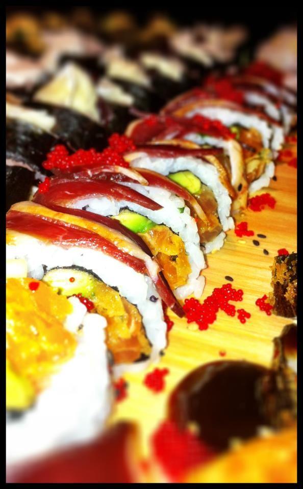 Maki Tartare de saumon épicé décoré de magret de canard fumé