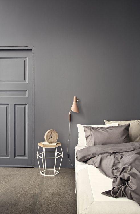 portas internas decoradas, porta pintada de cinza e parede da mesma cor, decoração de quarto