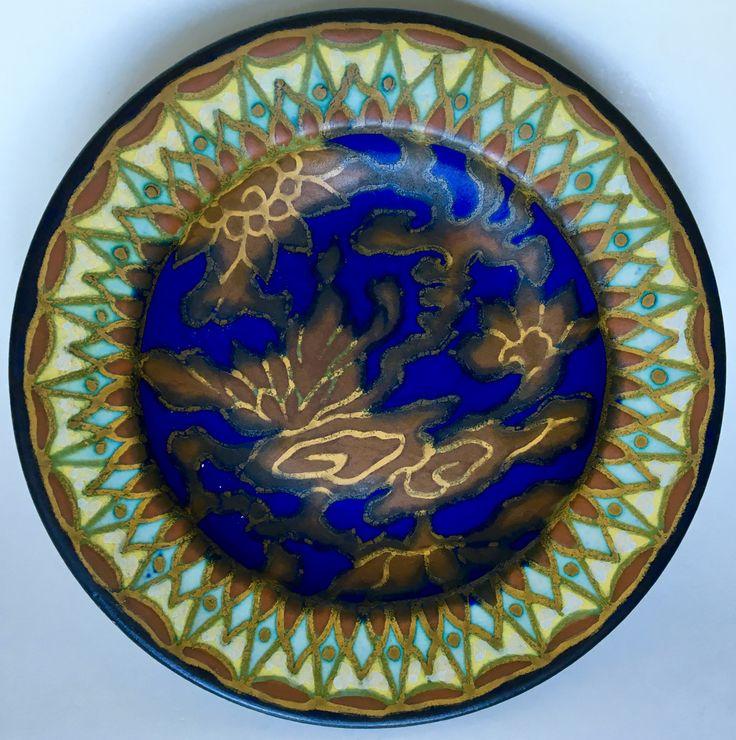 Wall plate design Henri Breetvelt executed by Plateelbakkerij Zuid-Holland Gouda circa 1916-1918.