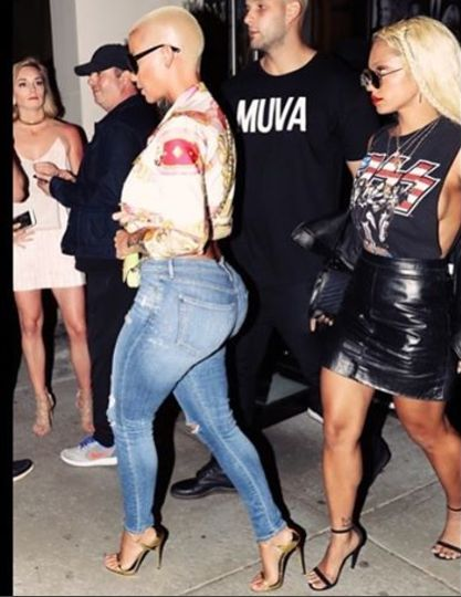 Welcome To Jordan's blog: Amber Rose Display Her Big Assets In Tight Jeans.