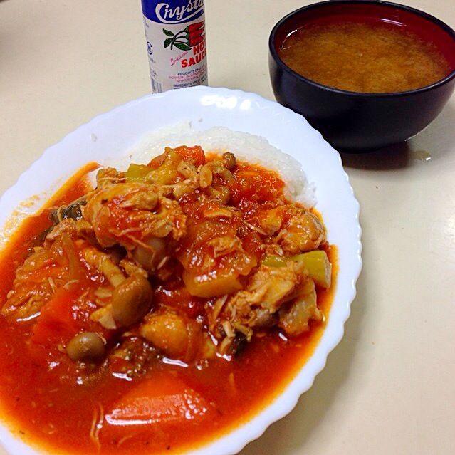 トマト煮に、タバスコ最高\(^o^)/ - 31件のもぐもぐ - チキントマト煮ライス&しじみの味噌汁 by specialistsweep