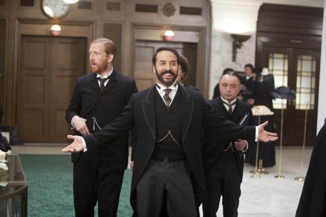 Still of Jeremy Piven, Ron Cook and Tom Goodman-Hill in Mr Selfridge