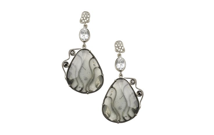 Serpentine and black diamond earring.