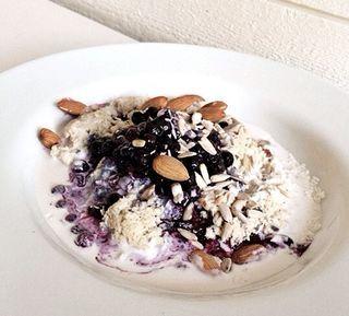 Kokosgröt med blåbär och mandlar | ceciliafolkesson.se | Bloglovin'