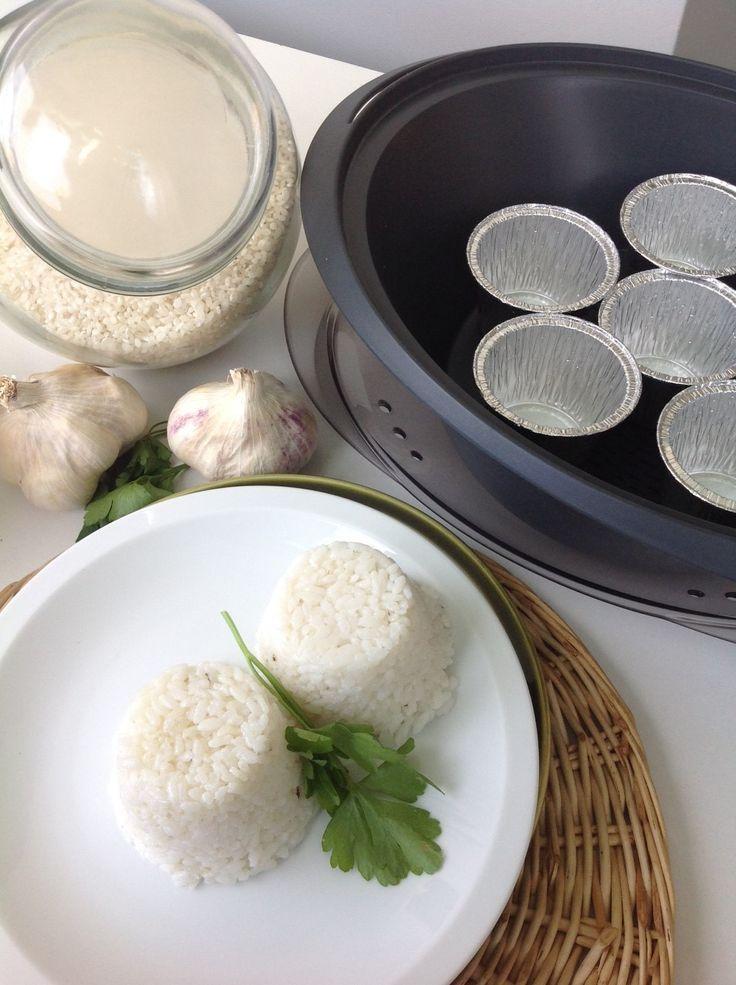 : Truco para hacer el arroz en el Varoma mientras que se hace la receta en el vaso, por ejemplo a la vez que se hacen los calamares, el pollo al chilindrón. Podemos hacer arroz blanco en el Varoma los últimos 15 minutos mientras se hacen los calamares, el pollo o lo que queramos que …