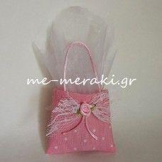 Χειροποίητη μπομπονιέρα βάπτισης, τσαντάκι ύφασμα ροζ πουά, με δαντέλα και σατέν λουλουδάκι..Handmade mpomponiera Me Meraki Mpomponieres Χειροποίητη μπομπονιέρα βάπτισης, . Με Μεράκι Μπομπονιέρες www.me-meraki.gr   Π039-Α