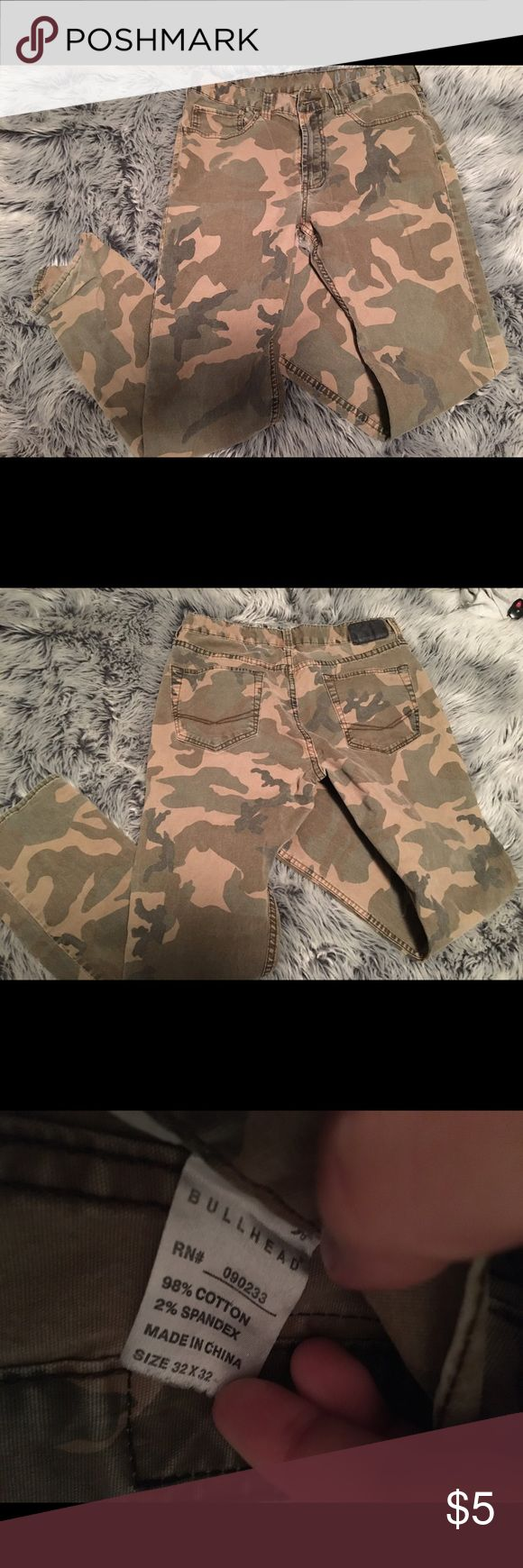 Men's Camo Pants Faded and missing the button which is why the price is so low. Bullhead Pants