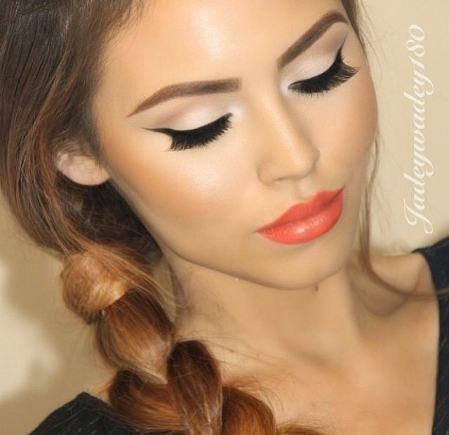 Nude makeup and pink orange lips | hair/makeup