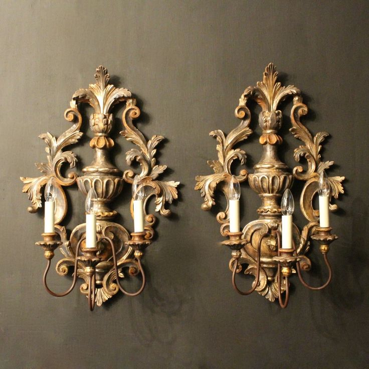 Stunning pair of Italian gilt wood wall lights