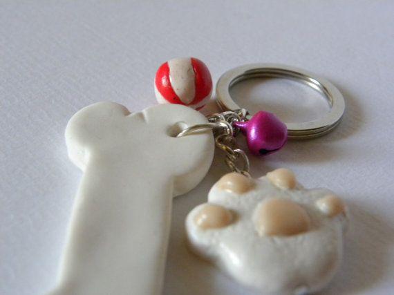 Portachiavi zampa cane e osso personalizzabile di AlpegFactory
