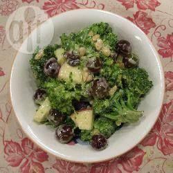 Foto recept: Broccolisalade met rozijnen