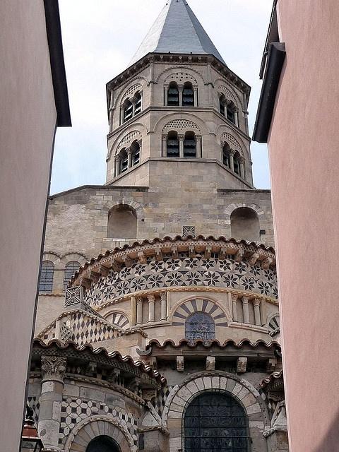 Basilique Notre-Dame du Port de Clermont-Ferrand - one of the five romanesque churches in this part of france