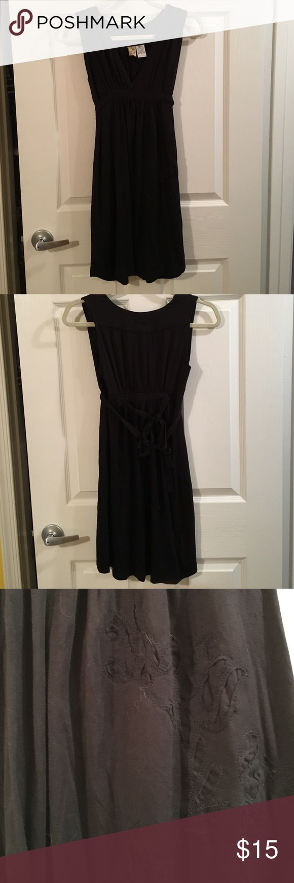 Black dress with flower details Black dress with flower details. Has tie from front to back and another tie in back. Billabong size small. 49% polyester 49% viscose 2% spandex. Tie from front left has small tear. Billabong Dresses Mini