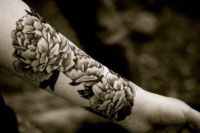 tattoo: Tattoo Ideas, Flowers Tattoo, Black And White Peonies Tattoo, White Flowers, Tattoo'S, Flower Tattoos, Shoulder Tattoo, Arm Tattoo, Floral Tattoo