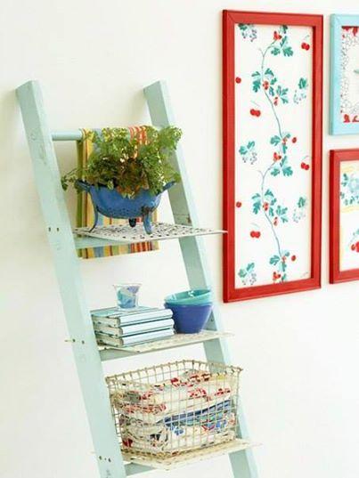 Fotka: Подарите старой лестнице вторую и жизнь и получите дополнительное место для хранения мелочей.