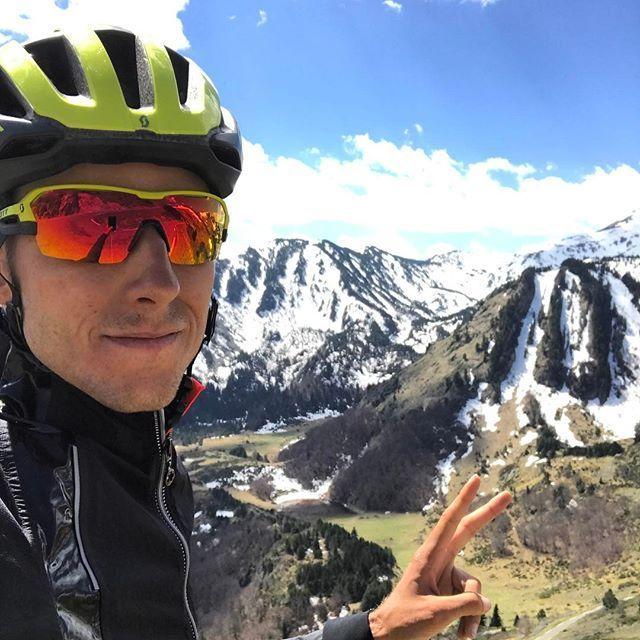 Último día del año 2017 pero los ciclistas no descansan, este es el caso deCarlos Verona quien despidió su año 2017 en la cima del Puerto de La Morcuera.  https://twitter.com/Carlos_Verona/status/947413488430993408   #CarlosVerona #Orica-Scott