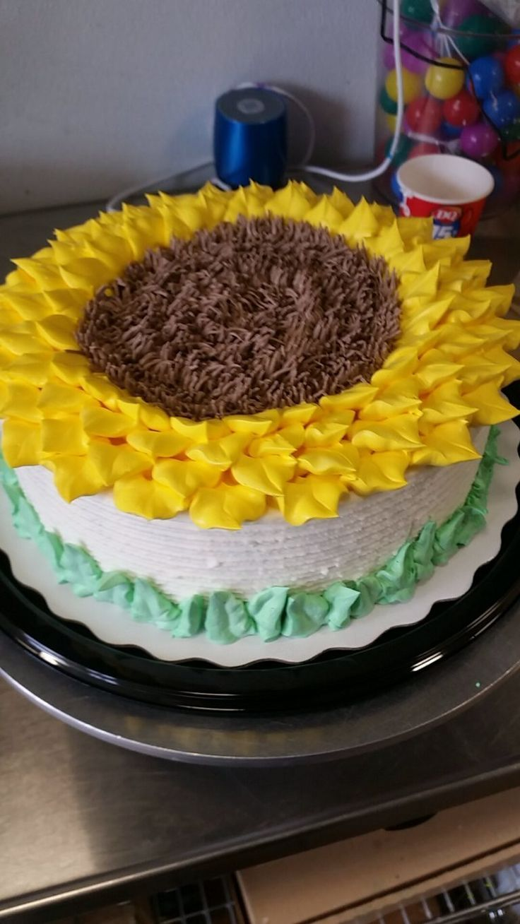 Best 25 Sunflower cakes ideas on Pinterest Sunflower cake ideas