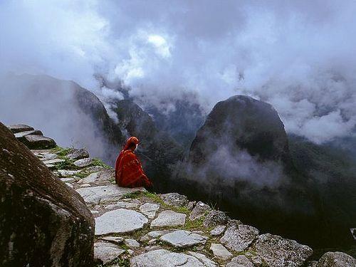 El Qhapaq Ñan, complejo y milenario sistema vial conformado sobre una red de caminos que entrelazan estratégicamente la geografía andina, se convertirá en Patrimonio Mundial de la Humanidad el 2012, según adelantó el funcionario de la UNESCO,