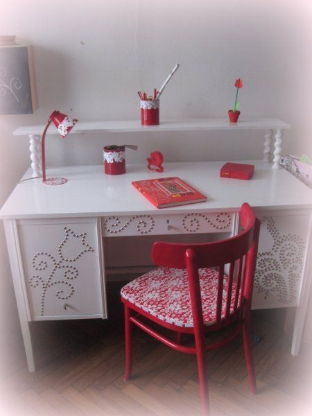 table with chair for girl