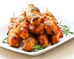 Brochettes de poulet au romarin : http://www.cuisineaz.com/recettes/brochettes-de-poulet-au-romarin-10946.aspx