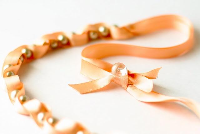 Cute DIY....: Pearls Beads, Twists Pearls, Pearls Necklaces, Diy Necklaces, Diy Pearls, Gifts Ideas, Ribbons Necklaces, Diy Bracelets, Ribbons Bracelets