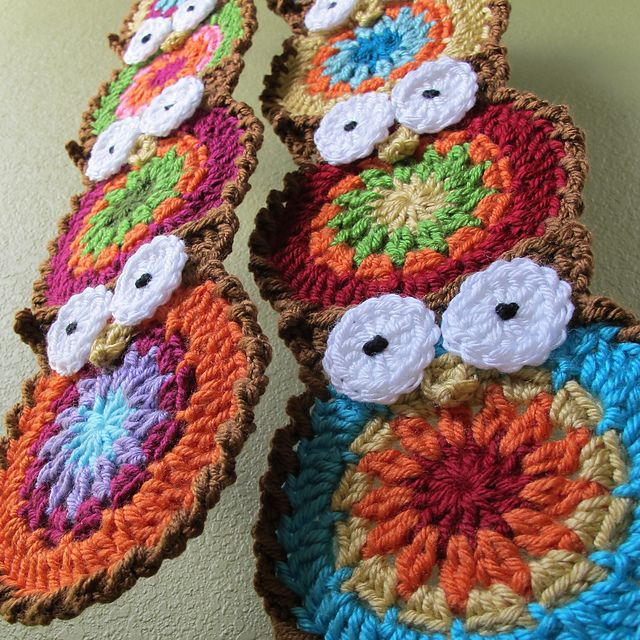 Owl scarf - I know the one shown here is crochet, but I am thinking it can be done with yo yo's too.