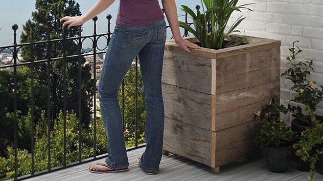 Etape 9: aménager l'intérieur de la jardinière en bois pour la rendre étanche et installer la belle plante !