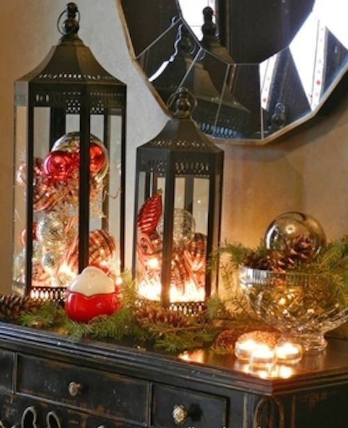 Lanternes sur une table comme déco de Noël