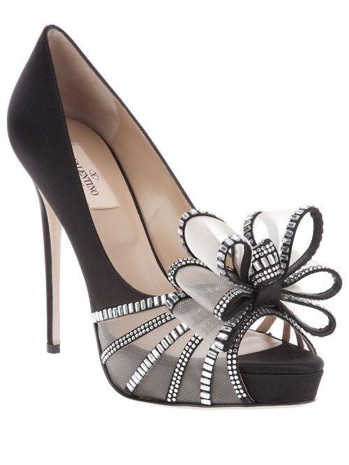 Valentino♥: Bows Heels, Bows Bows, Valentino Heels, Holidays Shoes, Bridesmaid Shoes, Black Heels, Valentino Bows, Black Pumps, Dramatic Bows