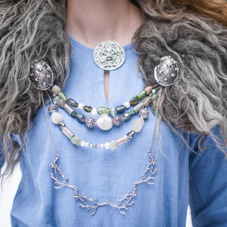 Viking WOW bling bling  @matildebrandt med linkjole, skålspenner og rund brosje fra Klesarven⚔