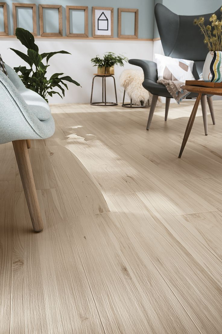 KORU is the new collection of porcelain stoneware strips by Mirage, a project that seeks to offer a reinterpretation of the types of wood of fruit trees. #wood #porcelaintiles #miragetile #livingroom #livingdecor