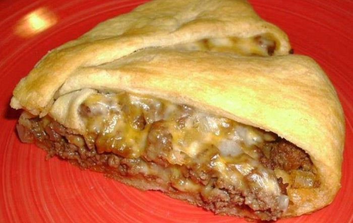 Last night, I made this cheeseburger pie for dinner, it's was a total success! Check it out. You'll Need: 1 can of crescent rolls. 1 lb of ground beef. 1 small chopped onion. 4 tbsps of ketchup. 1 tsp of worchester
