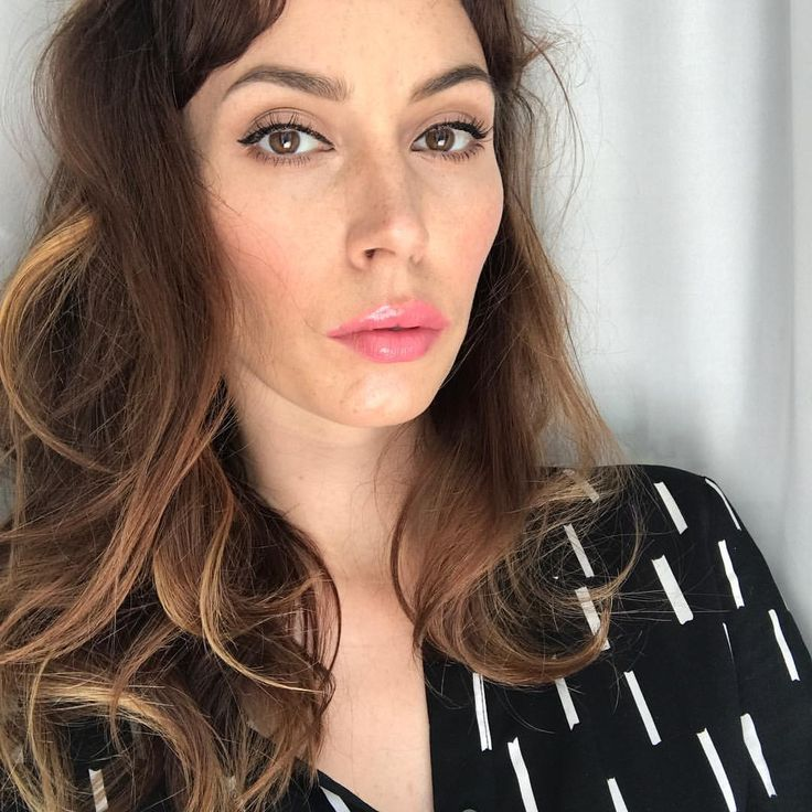 """Dior Addict Fluid Stick Lip Hybrid 389 Kiss me . Anita Mikołajczyk (@koloromanka) na Instagramie: """"Na blogu już wspominałam , że wkrotcę przedstawię błyszczące szminki . Oto zajawka na początek 💋na…"""""""