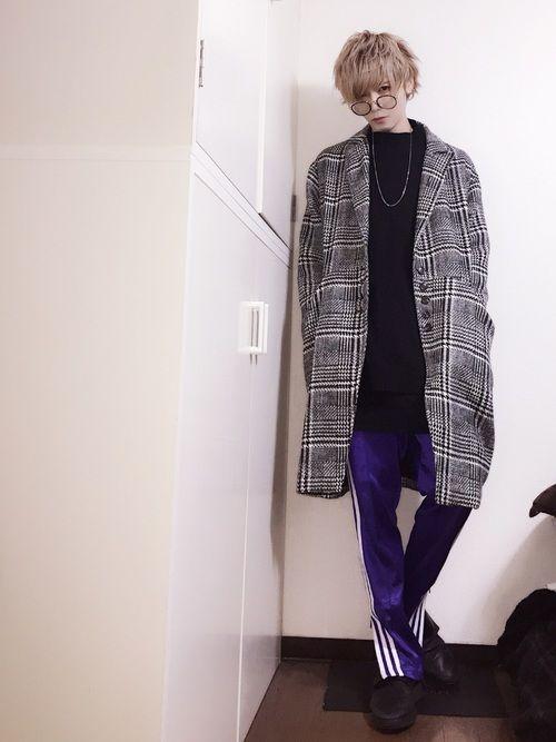最近届いた紫ジャージ👖 ジャージの時はスポーティになりすぎないようにこの靴と合わせる事が多い、気が