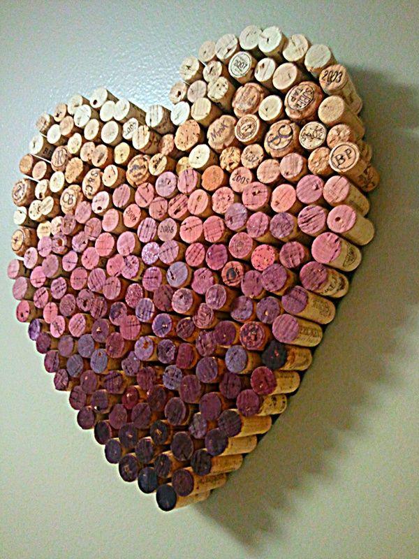 Corazón con todos los corchos de las botellas de vino de tu boda en degradado para decorar vuestra nueva casa